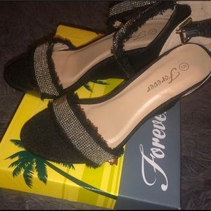 BLACK FEATHERED HEELS SIZE 5